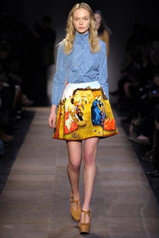 images/cast/10150559667782035=my job on fabrics x=carven Fall 2012 show paris